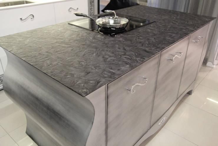 Wyspa kuchenna z blatem z naturalnego granitu Matrix : styl , w kategorii Kuchnia zaprojektowany przez GRANMAR Borowa Góra - granit, marmur, konglomerat kwarcowy,Klasyczny