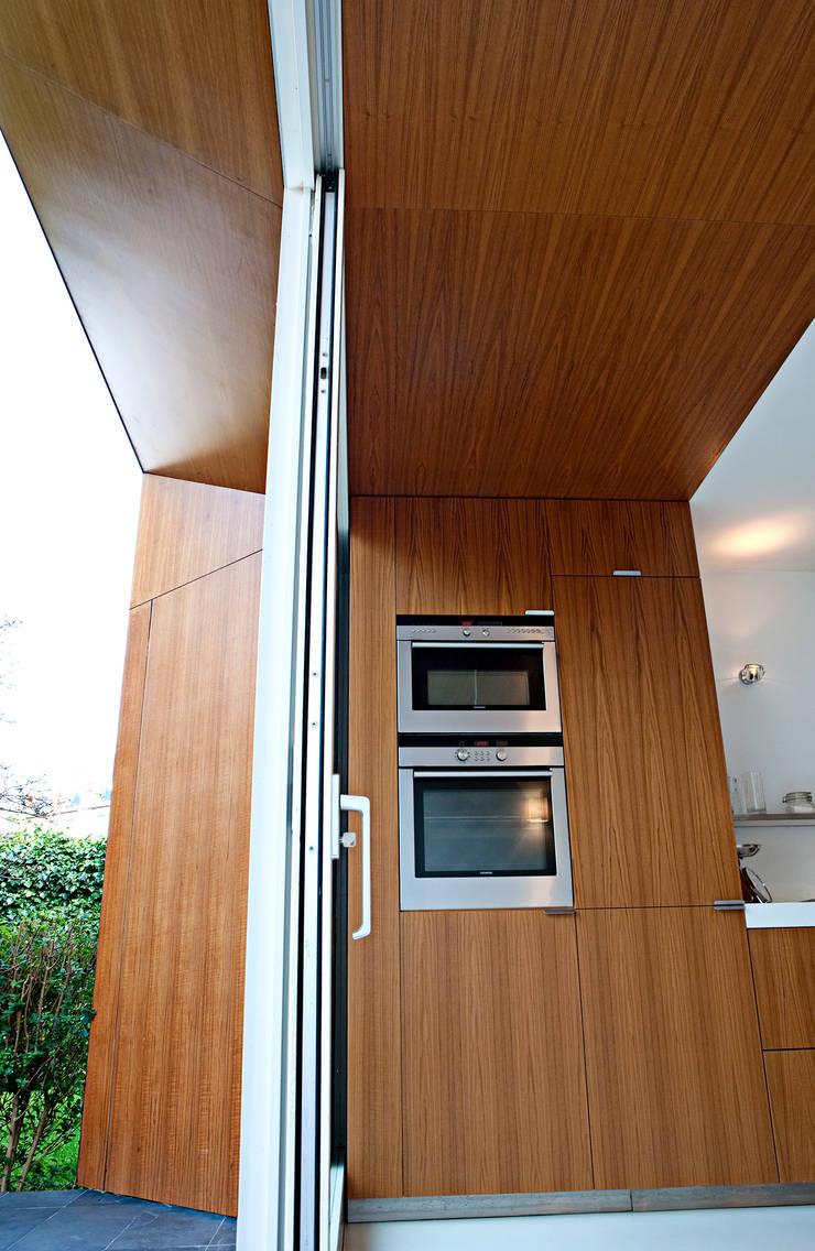 Uitbreiding en verbouwing herenhuis in Leiden:  Keuken door Lab-S