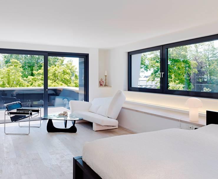 Camera da letto in stile in stile Minimalista di Gritzmann Architekten