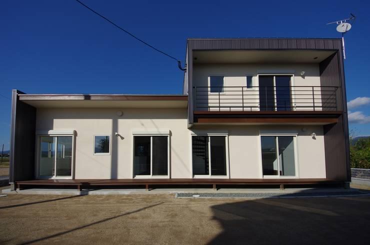 Maisons de style  par 徳永建築事務所, Éclectique