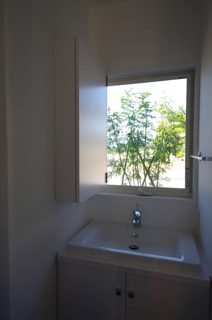 Salle de bains de style  par 徳永建築事務所, Éclectique
