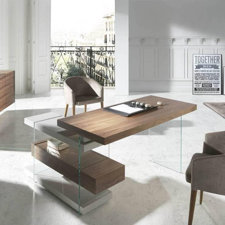 Mesa estudio con madera y cristal: Estudio de estilo  de Avant Haus