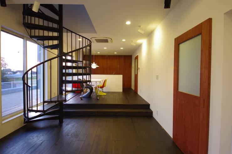 Salle à manger de style  par 徳永建築事務所, Éclectique