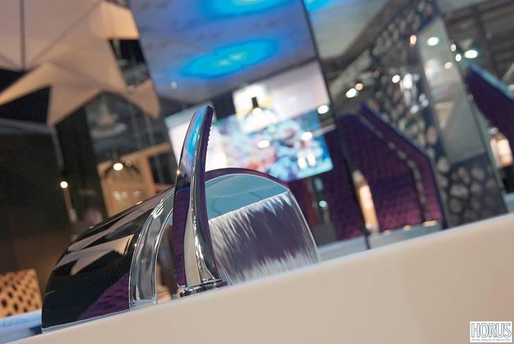 Deck mounted bath mixer Moderne Badezimmer von HORUS Modern