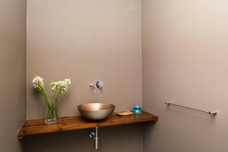 Renovação moradia em Birre | Cascais: Casas de banho  por shfa