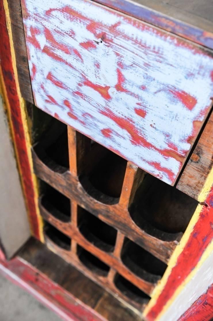 Recycled / WINE BOAT: Столовая комната в . Автор – WOODSTONEBALI