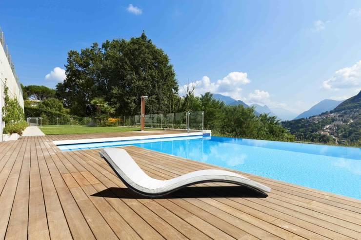 Lettini in rattan sintetico da giardino Bora Bora: Spa in stile in stile Moderno di LuxuryGarden.it