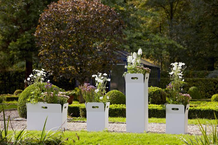 Jardines de estilo  por Mon Entrée Design.com