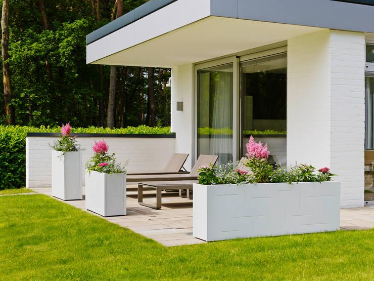 Design cubique: Balcon, Veranda & Terrasse de style de style Moderne par Mon Entrée Design.com