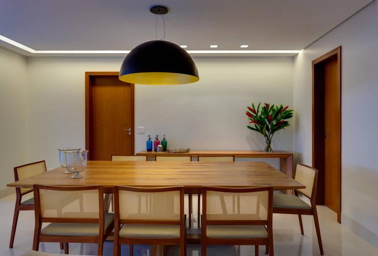Sala de Jantar: Sala de jantar  por Lage Caporali Arquitetas Associadas