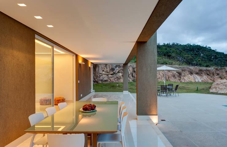 Balcones y terrazas de estilo ecléctico por Lage Caporali Arquitetas Associadas