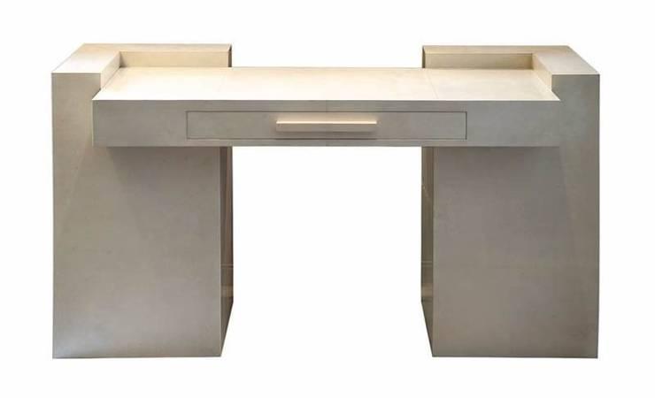 Scrittoio in Pergamena - Desk in Parchment: Studio in stile  di Galleria Michel Leo