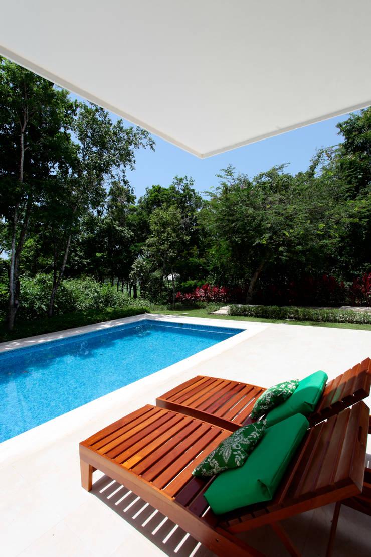 Casa T: Casas de estilo  por Enrique Cabrera Arquitecto