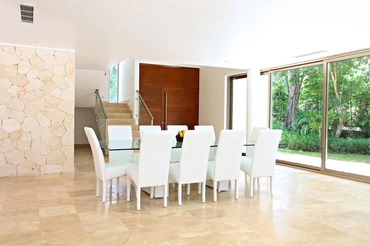 Dining room by Enrique Cabrera Arquitecto