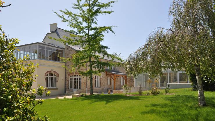 PROPRIETE SUD FINISTERE: Maisons de style  par CEDRIN  ARCHITECTURE