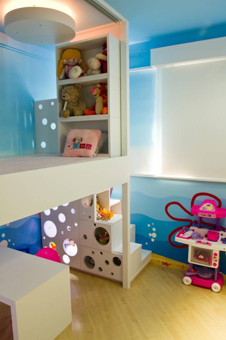Quarto K&R.R - segunda fase: Quarto infantil  por Kali Arquitetura