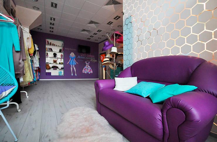 Цветная грифельная стена в шоу-руме UNO-fashion: Галереи  в . Автор – IdeasMarket