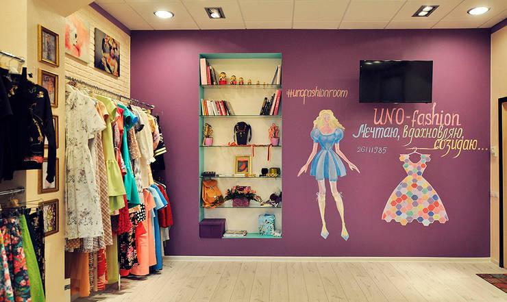 Цветная грифельная стена в шоу-руме UNO-fashion: Коммерческие помещения в . Автор – IdeasMarket
