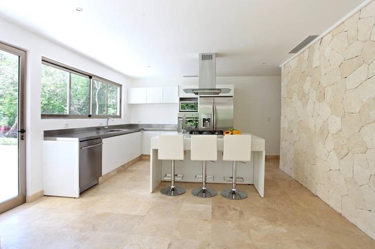 Casa T: Cocinas de estilo  por Enrique Cabrera Arquitecto