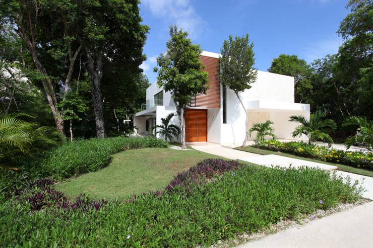 Houses by Enrique Cabrera Arquitecto