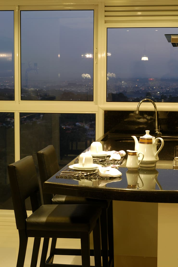 Cozinha/ Espaço gourmet Apartamento Curitiba: Cozinhas modernas por Flavia Caldeira Bruno Arquitetura e Interiores