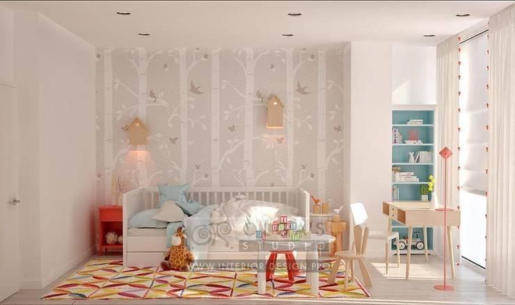 В интерьере детской предусмотрена зона для выполнения уроков. Здесь также есть игровой столик: Детские комнаты в . Автор – Olga's Studio,