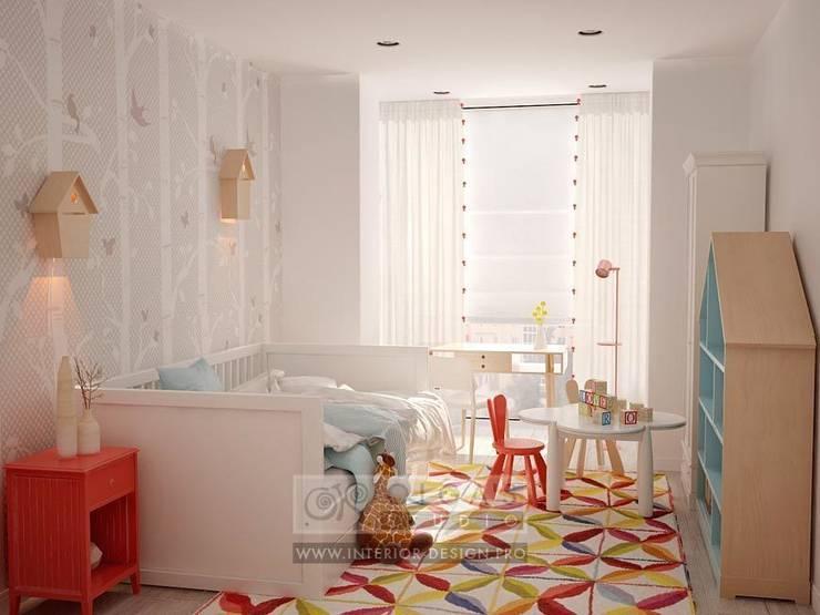 В дизайне светлой детской комнаты используются яркие цветовые акценты: Детские комнаты в . Автор – Olga's Studio,