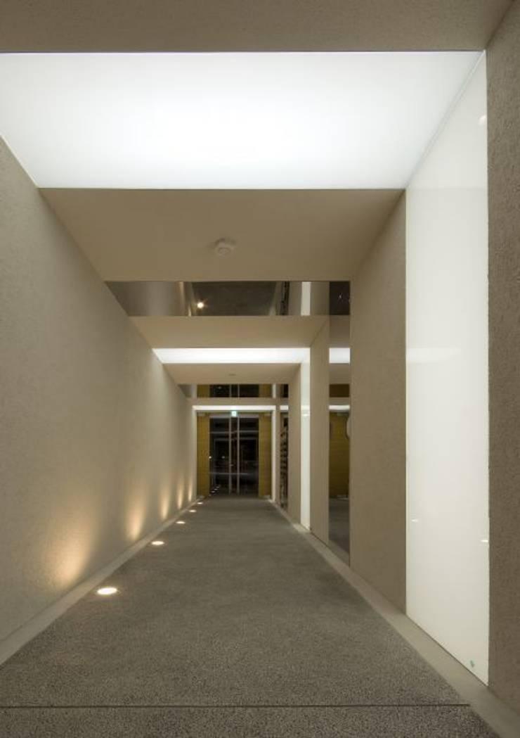 hinata: 笹野空間設計が手掛けた廊下 & 玄関です。