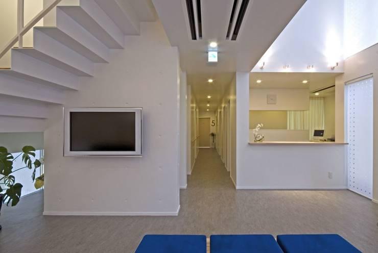 杉浦内科クリニック: 笹野空間設計が手掛けた病院です。,モダン