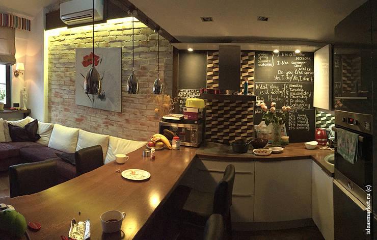 Небольшая кухня с грифельной стеной: Кухни в . Автор – IdeasMarket