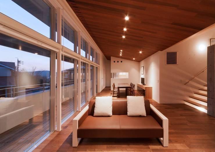 玉野台の家: 笹野空間設計が手掛けたリビングです。
