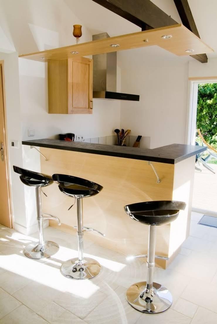 Dom na południu Francji: styl , w kategorii Kuchnia zaprojektowany przez ZIZI STUDIO Magdalena Latos