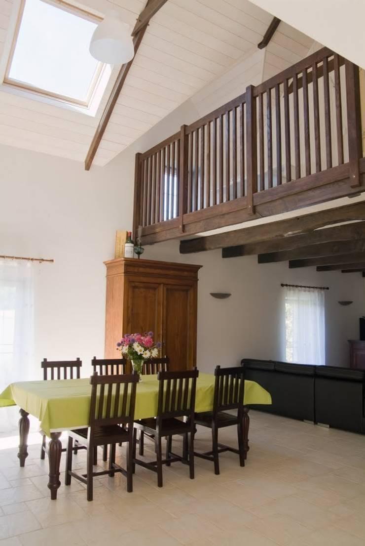 Dom na południu Francji: styl , w kategorii Jadalnia zaprojektowany przez ZIZI STUDIO Magdalena Latos