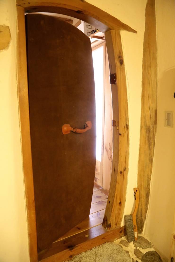 벌천리 집 내부 가죽문: 다우리공방의