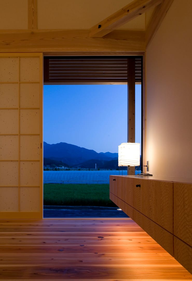 minara house: 髙岡建築研究室が手掛けたリビングです。,
