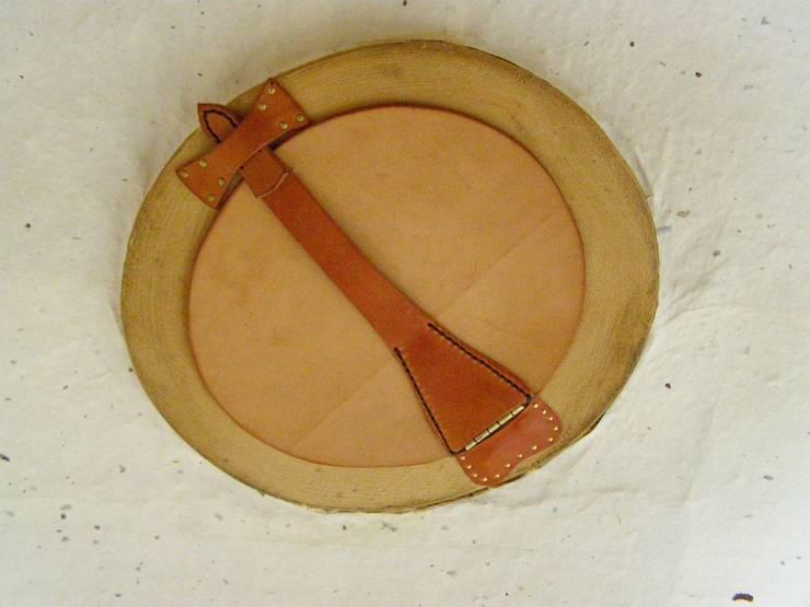 방산미 구들방의 가죽공예 디테일의 환기창: 다우리공방의