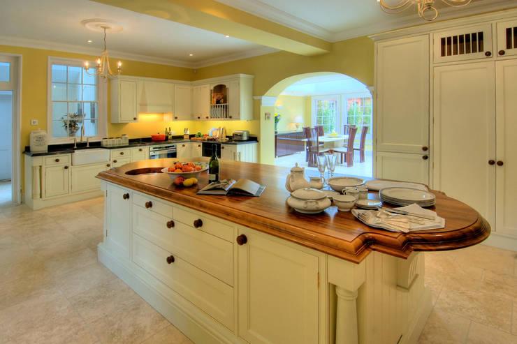Bossington House, Adisham Kent: country Kitchen by Lee Evans Partnership