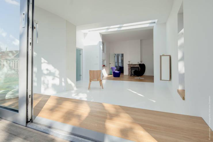 Restauratie en verbouw van voormalig Gemeentehuis Oudenrijn, De Meern:  Woonkamer door op ten noort blijdenstein architecten