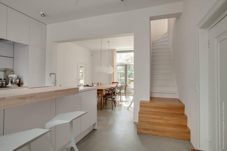 Restauratie en verbouw van voormalig Gemeentehuis Oudenrijn, De Meern:  Keuken door op ten noort blijdenstein architecten