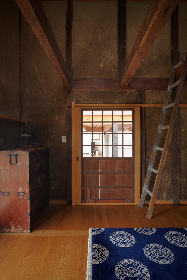 ホリナンの家: 平野建築設計室が手掛けた窓です。,カントリー
