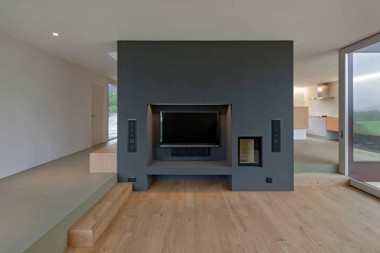 Minegie EFH Michlig, Ried-Brig: moderne Wohnzimmer von VOMSATTEL WAGNER ARCHITEKTEN ETH BSA SIA