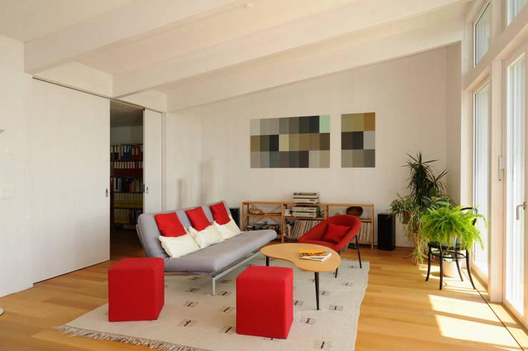 Wohnen in Zentrum: landhausstil Multimedia-Raum von Mader Marti Architektur ETH SIA