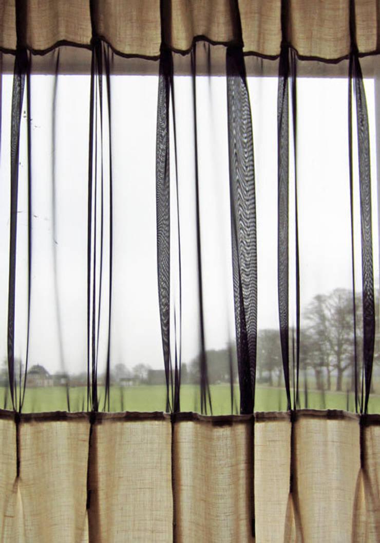 'Plooi de Plooi' gordijn by Kimik Design:   door kimik design, Eclectisch