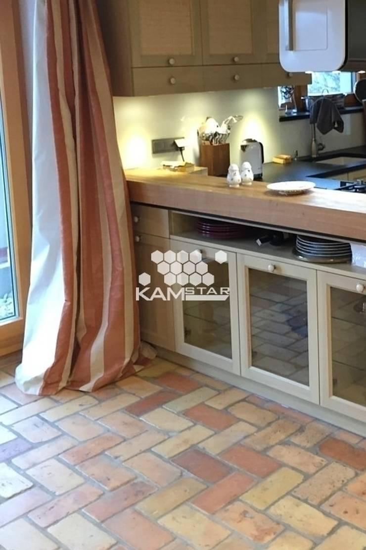 Lubelska - Podłoga z cegły - KAMSTAR: styl , w kategorii Kuchnia zaprojektowany przez Kamstar Krzysztof Fertała