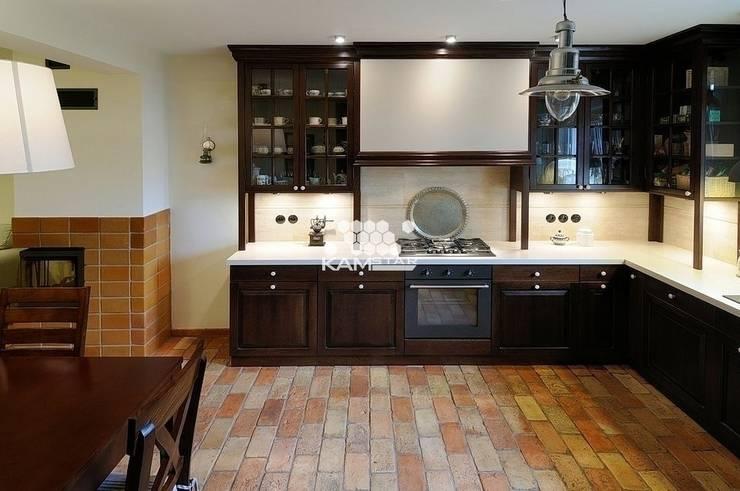 Lubelska  - podłogi z cegły : styl , w kategorii Kuchnia zaprojektowany przez Kamstar Krzysztof Fertała