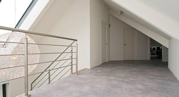 Projekty,  Korytarz, przedpokój zaprojektowane przez Building Design Architectuur