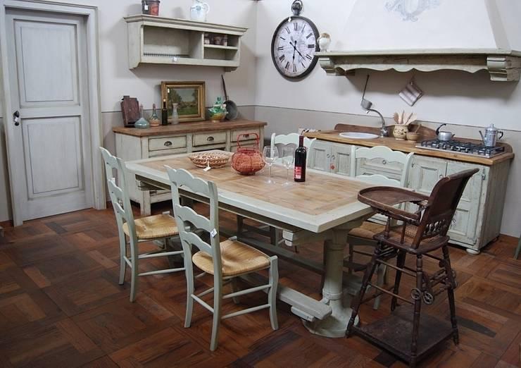 Cucina Essenza: Cucina in stile in stile Rustico di Porte del Passato