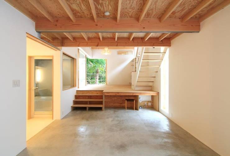 Salas de estar  por The Chase Architecture,