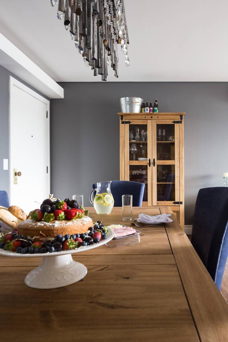 Cristaleira: Salas de jantar  por Juliana Damasio Arquitetura