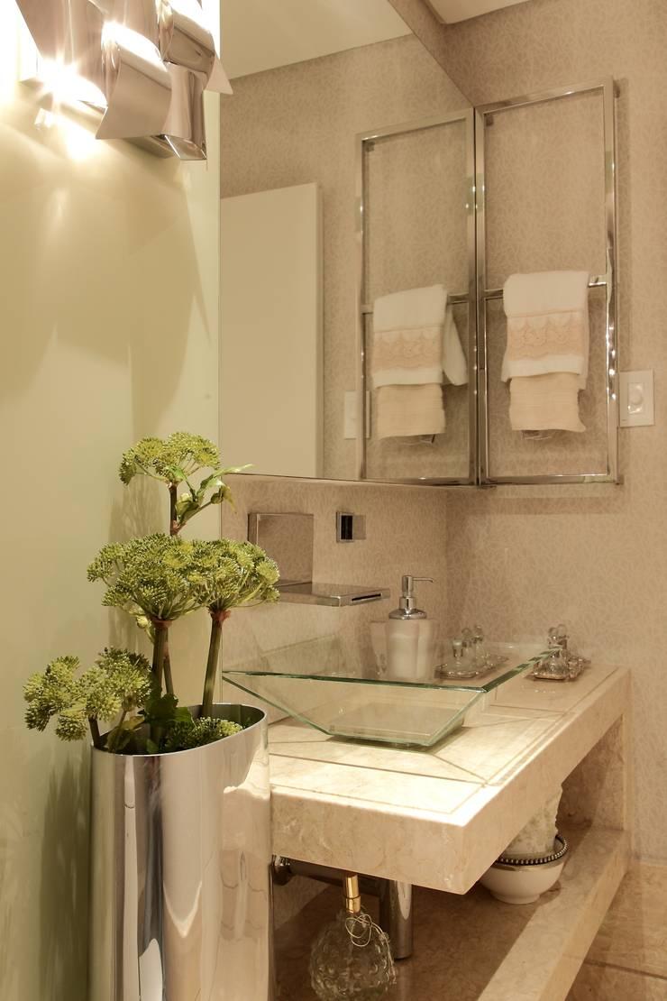 Lavabo : Banheiros  por ROMERO DUARTE & ARQUITETOS